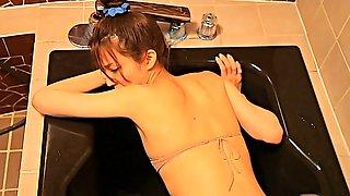 Sextractive Asian chick in tiny bikini Rei Toda takes bath