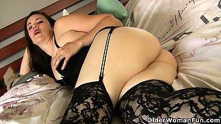 American milf Pink enjoys a butt plug up her ass