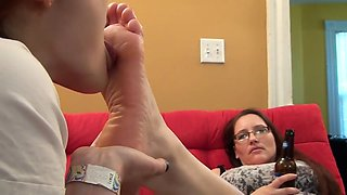beautiful milf foot worship