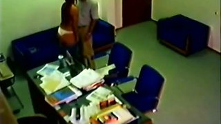 Spy camera catches skanky girl pleasing old boss in the office