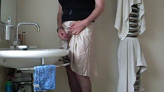Demurely dressed crossdresser wanking and cumming