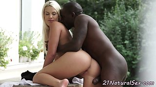 European beauty gets pussylicked outdoors