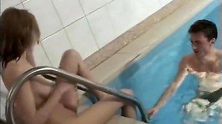 Sex neben dem Pool und in der Sauna
