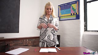 Chubby blonde Nikki Lee is stripping in the office