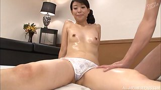 Japanese sex machine Murasaki Chizuru having her beaver sucked