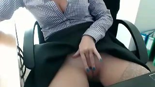 Kinky amateur cam secretary masturbates her own pussy in the office