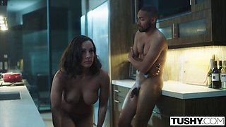 Pro homewreckers lena paul and abigail mac seduce lucky bloke on mission