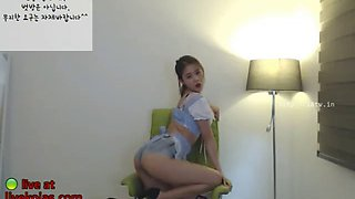 korean 18yo camgirl shows her perfect ass