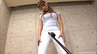 Wakana Nao wears white pants while enjoying a fucking machine