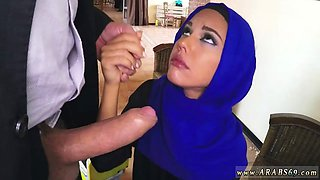 Brunette Arab slut blows a thick meat pole with passion