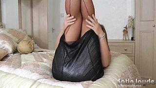 Milf Jayde in nylon stockings toying