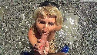 monisworld - KRASS! Am Strand Sperma weggeschluckt!