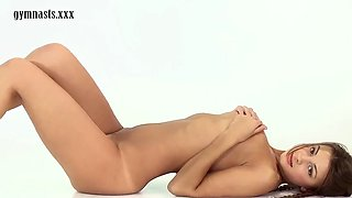 majestic maria rya shows off her beautiful pussy in flexible positions