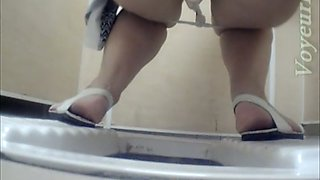 Incredibly sexy pale skin booty of a stranger girl in the toilet