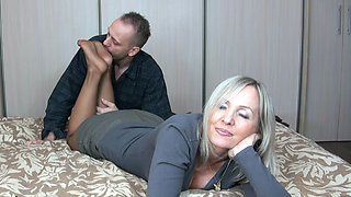 Mature feet in pantyhose get fucked