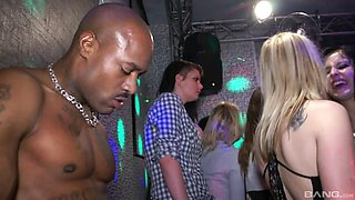 Party girls get into hardcore orgy at reality club