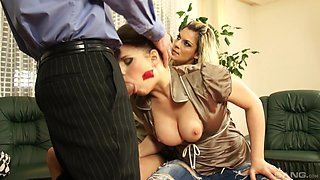 Nice ass Klarisa in jeans doggystyle pounded in mmf