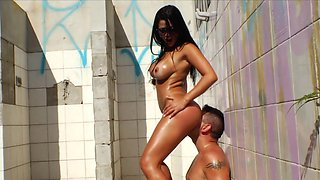 Sunny outdoor fuck play for staggering Gina Jolie