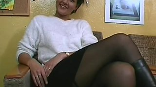 Amateur woman with a nice ass wearing pantyhose while masturbating