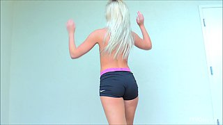 Fit sporty blonde babe Kaylie likes to work out naked in public