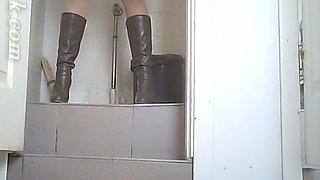 White amateur chick in high heel boots pisses in the toilet
