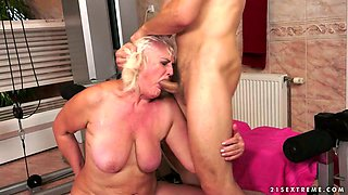 Randy Granny Does a Gym Visit to Get Her Pussy Fucked