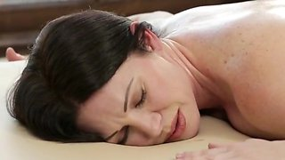 Stepmom s marvelous massage
