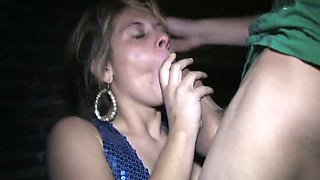 Hussy enjoys sucking massive cock in the street