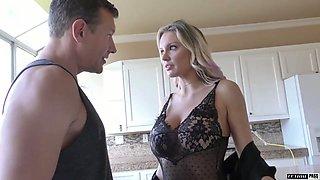 Super curvaceous MILFie cowgirl Kenzie Taylor rides fat sloppy cock wild