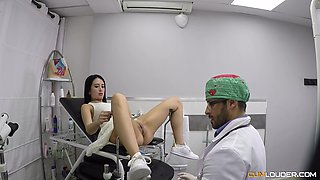 Horny woman wants to be fucked by an insatiable doctor