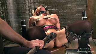 Kinky dude punishes twat and body of sexy tied up babe Veronica Avluv