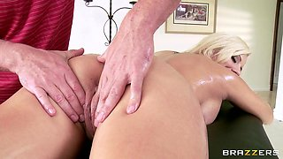 Lylith Lavey Gets Ready For A Hot Massage