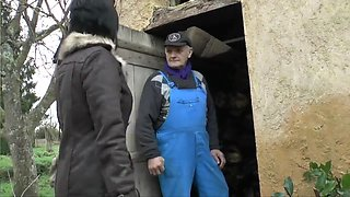 Old French man shares hooker with his neighbor - Telsev