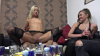 Blonde Amateur Ridding single Cocks at Home Swingers