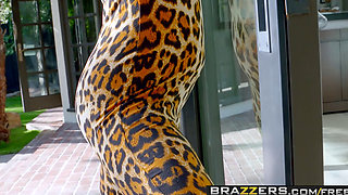 Brazzers   Milfs Like it Big   Alyssa Lynn Johnny Sins   Cougar Sighting